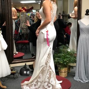 Dresses & Skirts - Wedding/Formal Gown